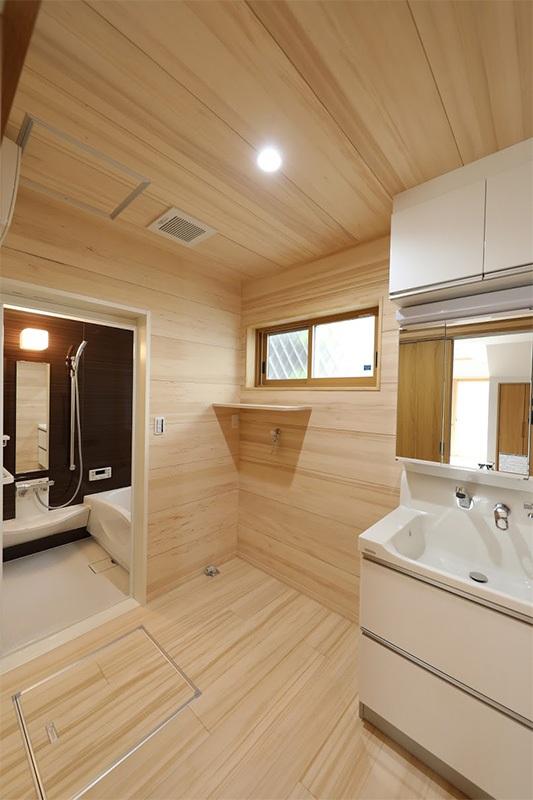 <p>洗面・脱衣室は湿度が高いので、結露対策にもみの木の内装材が大活躍。<br />カビの発生も抑えられます。</p>