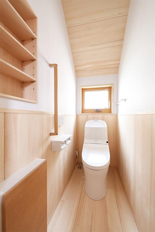 <p>トイレの内装材をもみの木にすると、消臭効果があるので消臭剤無しでも過ごせます。<br />エコですね。</p>